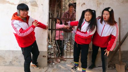可怜的小女孩3:大美救出卖艺的女孩,不料却被坏人发现,怎么办