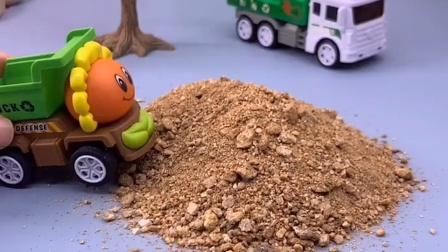 挖掘机给卡车装沙子,小卡车嫌小,要换一个