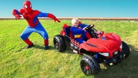 小小蜘蛛侠和小小超人争抢小汽车