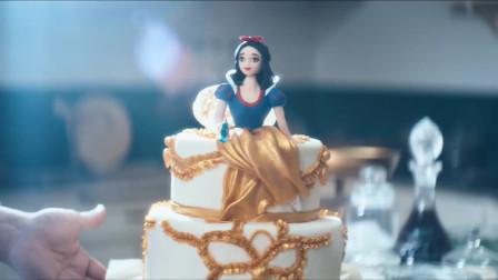 小女孩儿这一个蛋糕可真是太贵了,区区一个蛋糕竟要二十万