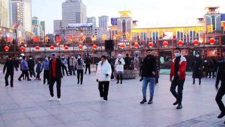 西宁市中心广场锅庄舞(166)巴塘故乡