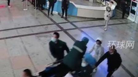 生死时速!90后护士跳上飞奔担架车抢救患者 护士:我只是做了我应该做的