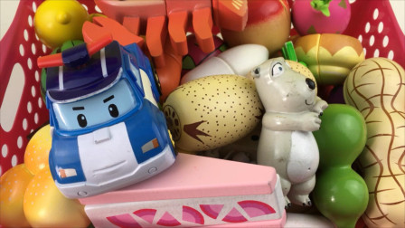 变形警车珀利和倒霉熊一起切水果