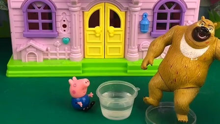 熊二和乔治结拜了,这时大鳄鱼来了,他俩都跑了