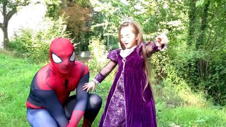 蜘蛛侠打败老巫婆,帮小公主抢回了糖果盒
