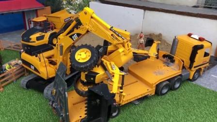 挖掘机玩具帮助其他工程车