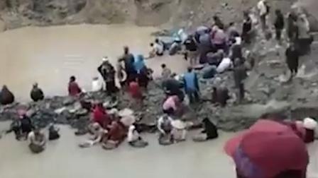 印尼一非法金矿发生垮塌 至少5人死亡70人失踪 现场一片狼藉