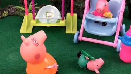 佩奇抢乔治的婴儿车,被妈妈发现了