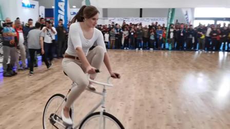 美女玩自行车这么厉害