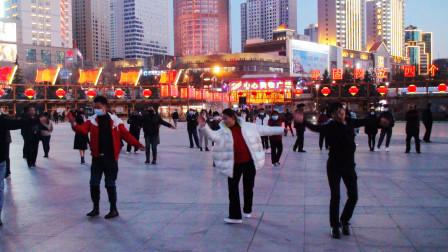 西宁市中心广场锅庄舞(167)糌粑