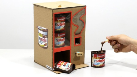 牛人奇思妙想,用纸壳DIY饼干售卖机,小手一按就有的吃!