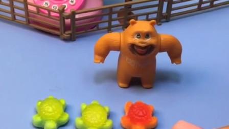 熊二的三只小乌龟真可爱,乔治想玩一下,结果熊二说这是软糖!