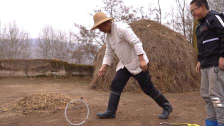麦场里做最有趣啥游戏?炕上一锅粉条酸菜鱼,滚铁环后全家吃的香