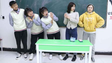 学生考试不好,教导主任到班去听老师讲课,学生的表现太逗了