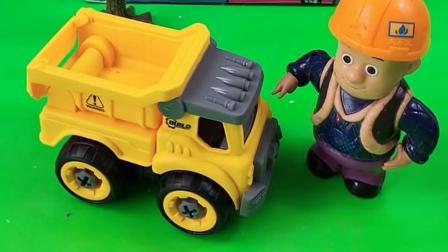 乔治有自己的小车,光头强破坏了小车,乔治还误会了小鬼