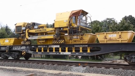 国外先进的铁路建设!用大型机械自动化建造铁路