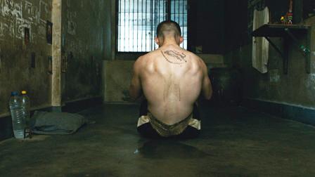 外国小伙入狱三个月,学会泰拳绝学,横扫监狱拳王