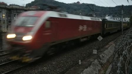 """(第一次见664号""""枣"""")HXD1D0664武局南段Z124成都-广州晚点2分通过超洋路18:52"""