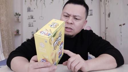 """开箱试吃韩国""""冰淇淋香蕉饼干"""",不用冰,不用冻,是干吃的!"""