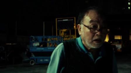 冰封侠:货车失控掉进居民楼,惊呆老大爷,大爷还以为是终结者
