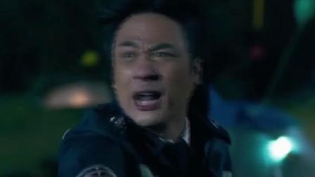 冲锋车:吴镇宇下车与警察对峙,见到证件却秒怂