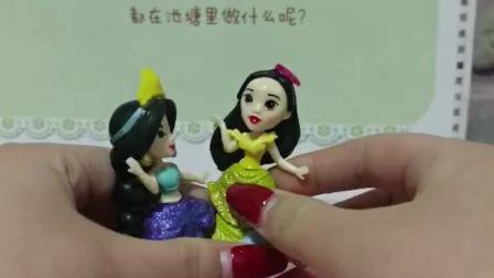 萌娃玩具:小黄和小蓝都坐在一个椅子上