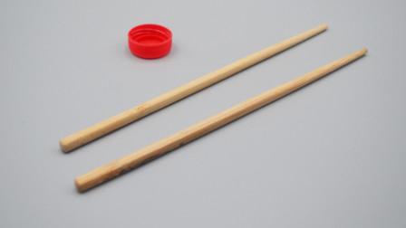 塑料瓶盖不要扔,插上2根筷子,放在家里真厉害,省钱又实用