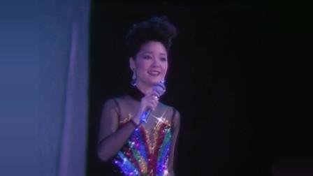 邓丽君珍贵影像赏析——现场版经典歌曲《小城故事多》