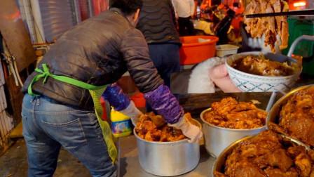 """广东最便宜的""""走鬼档猪脚饭"""",8元一大碗,深夜3点才开门,一堆人蹲在门口端着吃,太偏僻打车花了200多"""