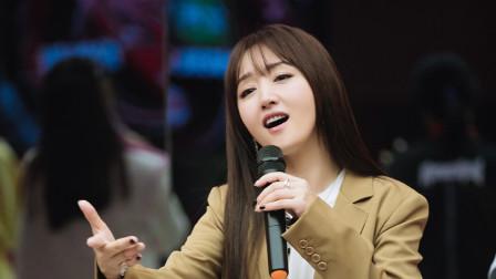 杨钰莹姐姐2的夸夸秀,夸遍身边所有人,自夸比花美太可爱