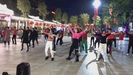 广场舞《最亲的人》一夜爆红春晚神曲,感动无数人