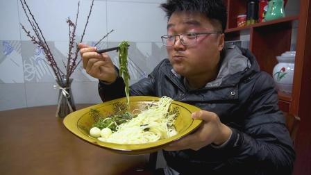 其貌不扬,这是我吃过最丑的菜,1斤辣椒4个皮蛋的组合,太妙了