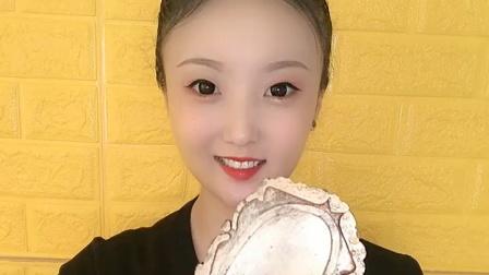 美女直播吃美味的杨梅,你想吃吗?