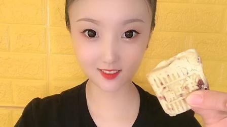 美女直播吃红枣糕点,美味极了!