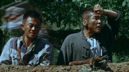 生死连:五连为兄弟们殿后,战士不能帮忙,但都留下物资弹药
