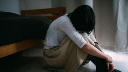 福建一女生在学校厕所遭殴打欺凌