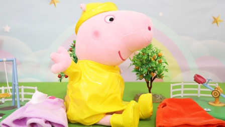 小猪佩奇:跳泥坑换装公仔玩具分享