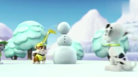 汪汪队:毛毛要装饰雪人,可不小心摔倒,自己变成雪人了