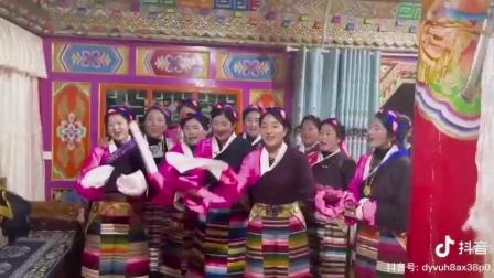 唱原生态藏歌的藏族美女们