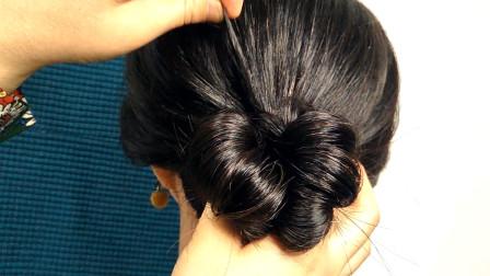 1分钟速成款丸子头,日常扎简单方便还实用,扎好的发型够美!