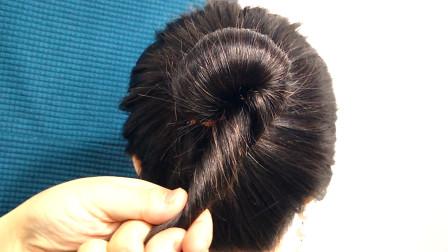 头发太少就这样扎丸子头,简单速成还好看,发型时尚还减龄