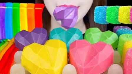 自制的钻石心形巧克力,和彩色的果冻面条,看一眼都是享受