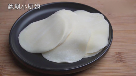 饺子皮别包饺子了,加一个鸡蛋,不炒不蒸不水煮,营养解馋超过瘾