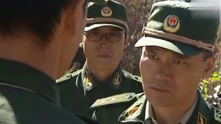 可怕的动物在新兵脚旁,新兵紧张把枪都掉了,中队长怒:拿上来