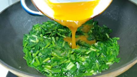 韭菜炒鸡蛋时,切记不要直接下锅炒,教你一招,营养鲜嫩超好吃