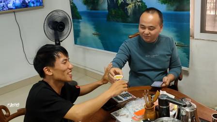 90后小伙创业,送货到东莞,路费油费花700元,客户开心请喝茶