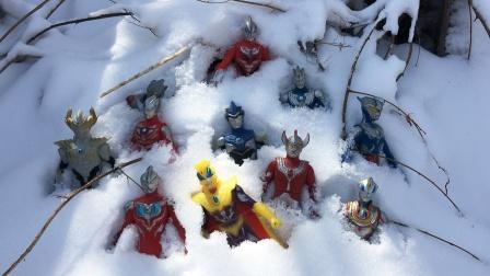 一起解救雪地里的迪迦赛罗奥特曼捷德奥特曼