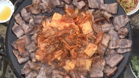 用红酒腌制的五花肉,烤过之后滋滋冒油,吃起来外焦里嫩,真香!