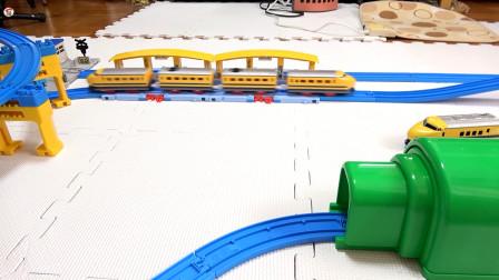 组装介绍黄色高铁火车客车,火车到站啦