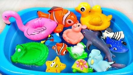彩色卡通动物玩偶来到小水池